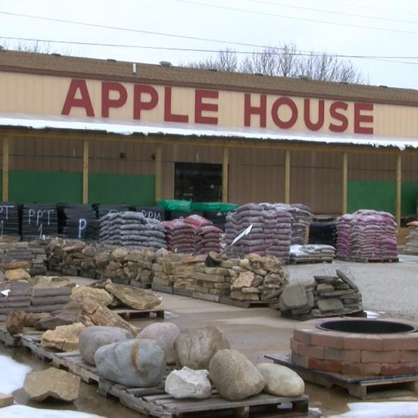 APPLE HOUSE.Still001_1455751414789.jpg