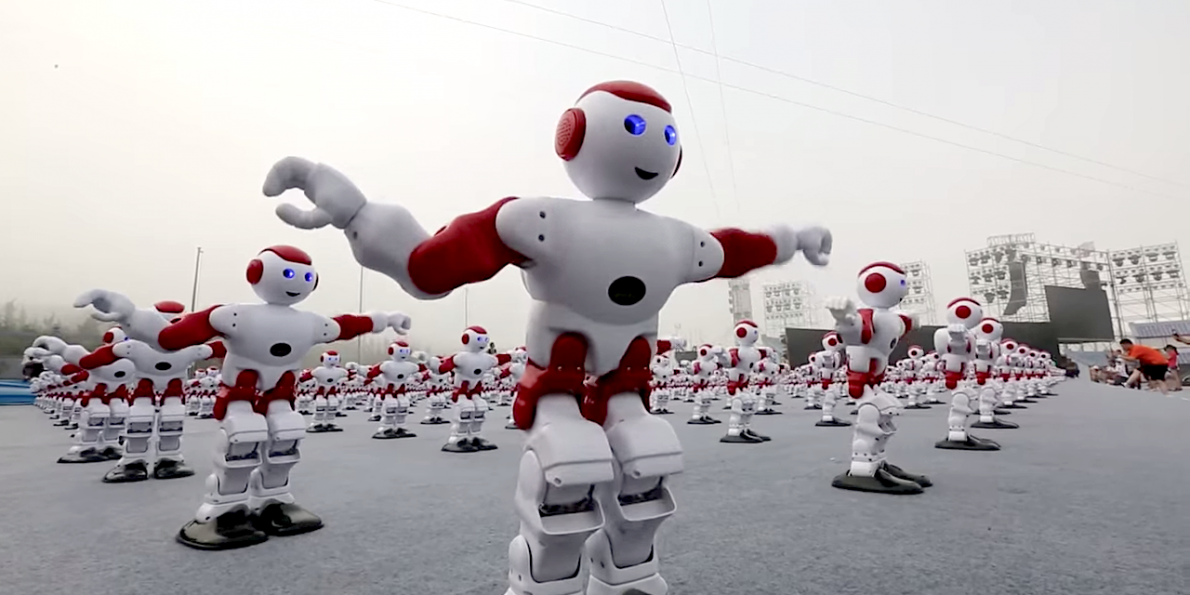1007-synchronized-dancing-robots-just-broke-a-world-record_1472061238345.jpg