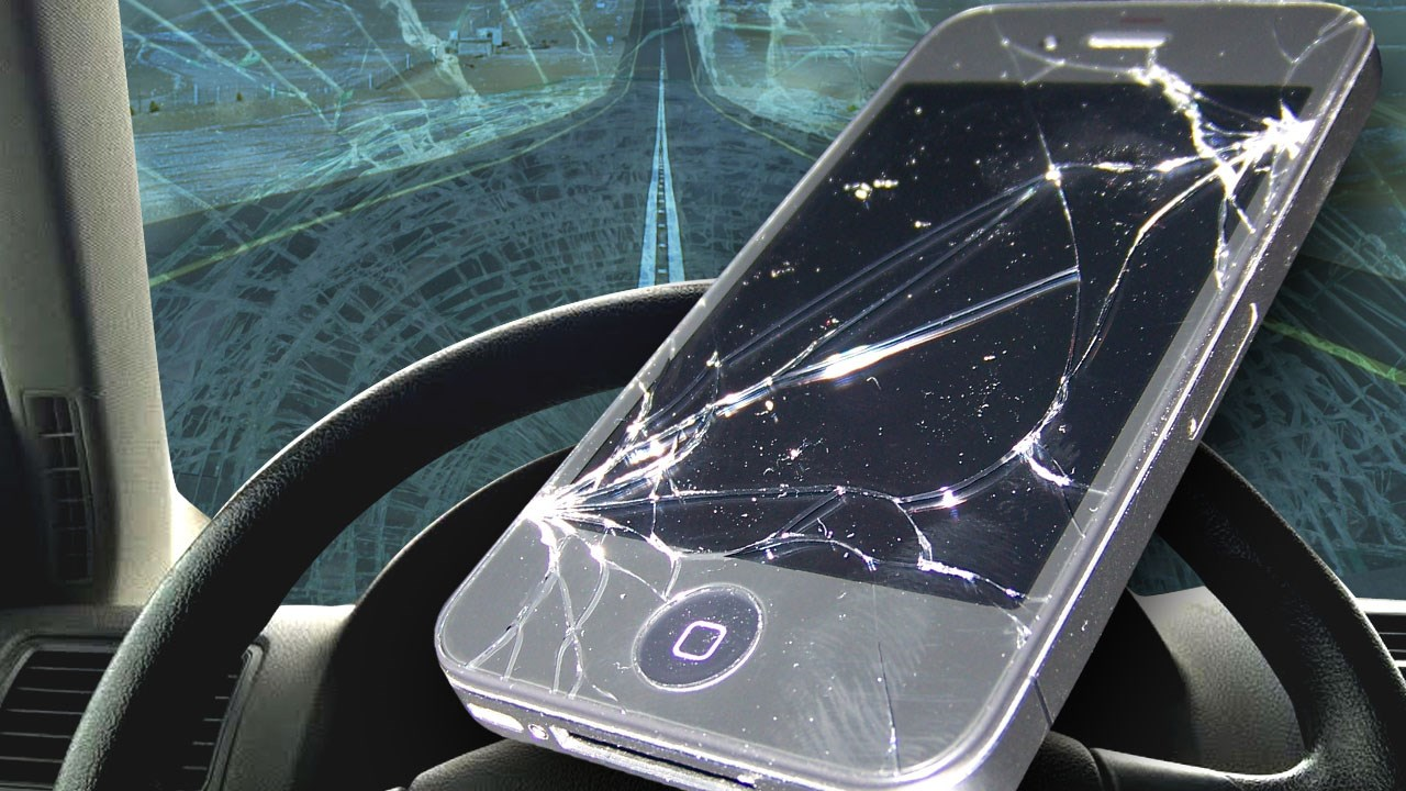 Texting and driving_1477615482915.jpg
