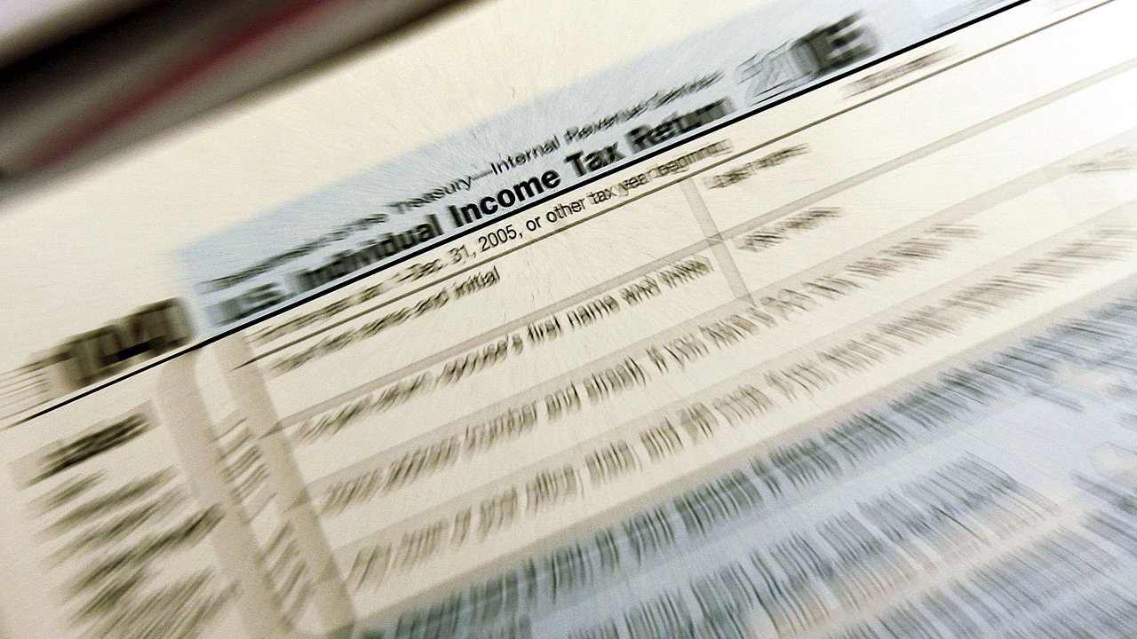 1040 Income Tax Form with snap zoom-159532.jpg85415839