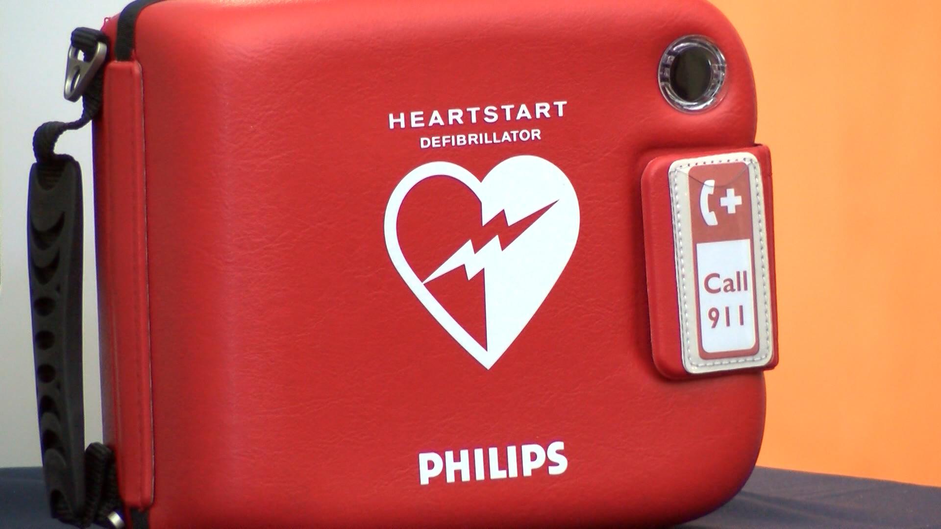 AED DONATION VO_WTWO6935_136.mxf.00_00_14_01.Still001_1510005801400.jpg