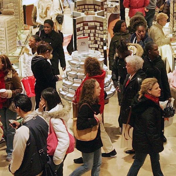 Shoppers shopping-159532.jpg68305562