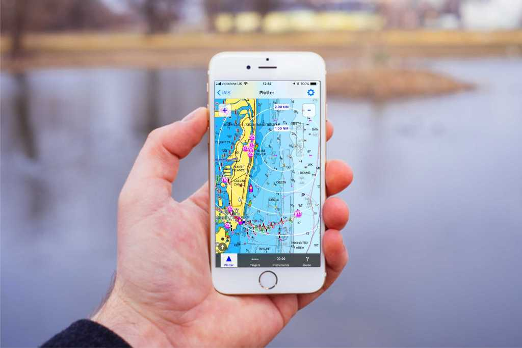 iais-with-iphone-and-navionics_1531602849222.jpg