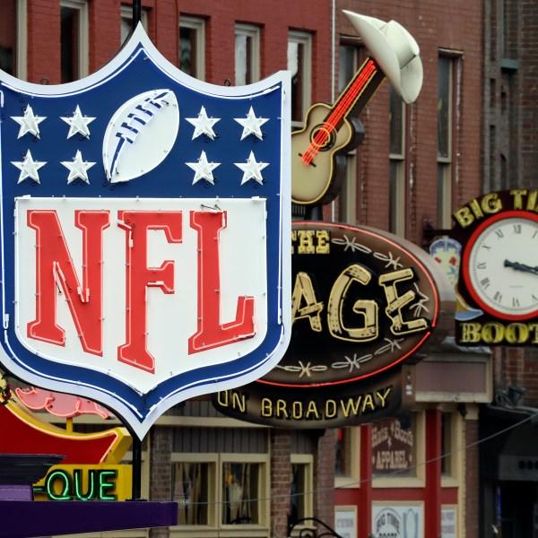 NFL_Draft_Football_45101-159532.jpg38963396