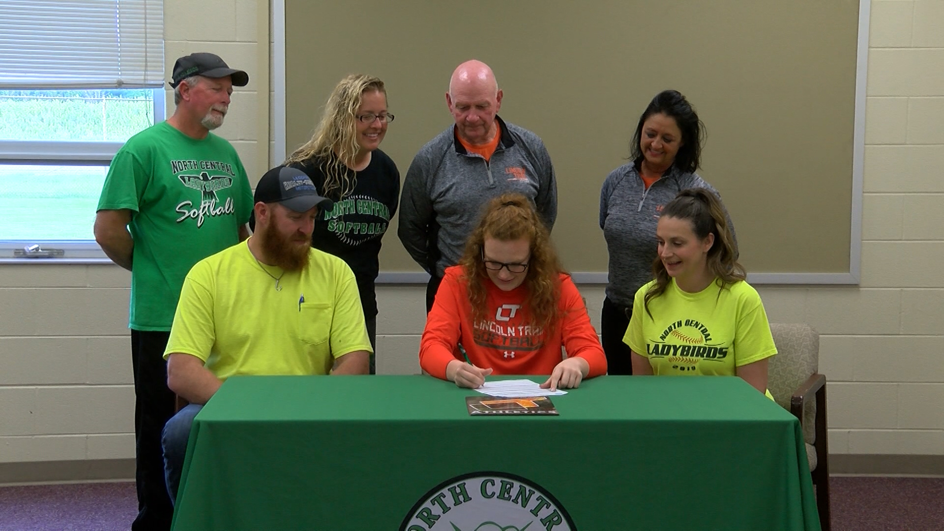 MANNING SIGNS WITH LINCOLN TRAIL_1557975862654.jpg.jpg